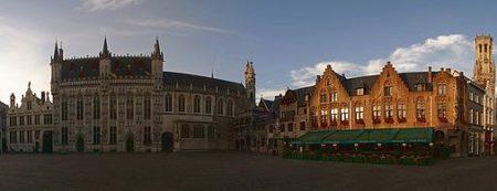 Vista panorámica de la hermosa plaza de Burg de Brujas.