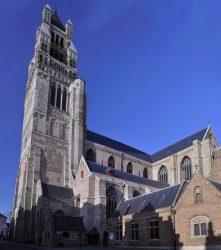 En Brujas encontramos en la Catedral de San Salvador, la iglesia más antigua de la ciudad.