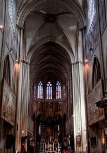 Vista del interior de la hermosa Catedral de San Salvador de Brujas.