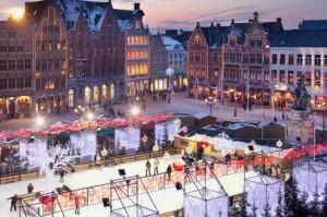 Una bella imagen de la plaza en pleno invierno de Brujas.