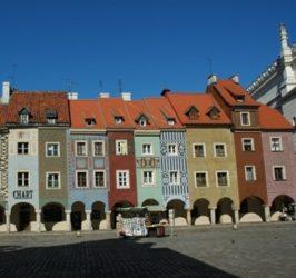 Son ciertamente llamativas estas casas de mercaderes, que reúnen varios estilos como el barroco, el gótico y el renacentista.