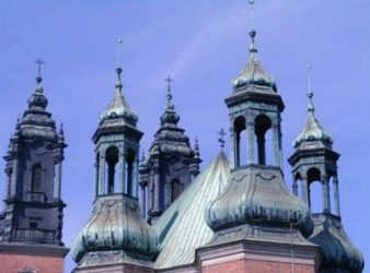 Detalle de las cúpulas de las altas torres de la catedral.