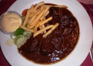 Uno de los platos típicos de la gastronomía de Brujas es el Vlaamse Stoverij.