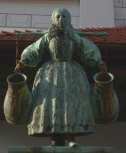 Imagen de la estatua Bamberka que representa parte de la historia de Poznan.