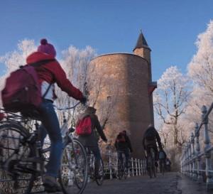 Como consejo podemos coger una bicicleta y dar un paseo por el caso viejo