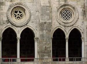 Vista de parte del hermoso claustro de Santa María Maior.