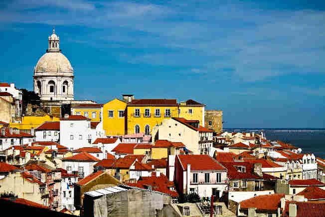 Así es Lisboa, una ciudad con gran encanto, que como su río Tajo embriaga al viajero con su belleza e historia.