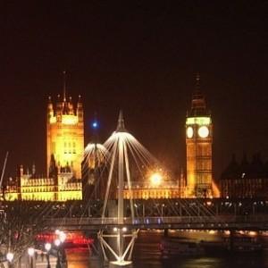 Detalle de una de las vistas nocturnas que podemos obtener del Palacio de Westminster.
