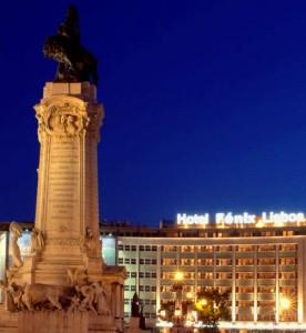 Imagen nocturna de la plaza Marqués de Pombal.