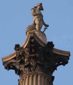 Detalle de la estatua en forma de columna dedicada a Nelson.