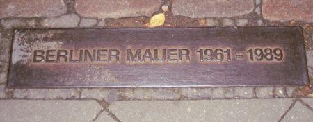 Placa conmemorativa del muro de Berlín