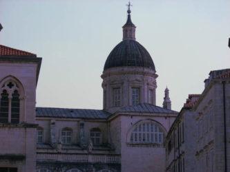 Guía de Dubrovnik, fuente inagotable de vestigios históricos, de estampas de gran belleza.
