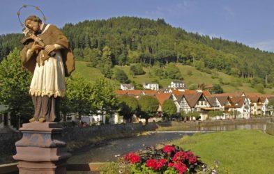 Hermosa vista de la la localidad de Wolfach.