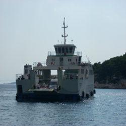 Además, esta la posibilidad de viajar en ferry parando en algunas de las muchas islas que hay en Croacia