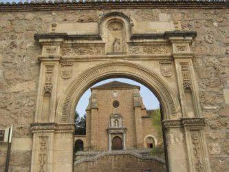 Portada plateresca que sirve de entrada al Monasterio de la Cartuja