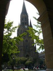 La fachada principal de la catedral del Buen Pastor.