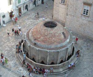 Vista desde la muralla de la famosa gran fuente de Onofrio.