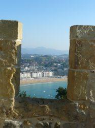 Una de las zonas amuralladas del Castillo de Santa Cruz de la Mota.