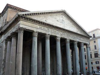 Fachada del gran Panteón de Roma