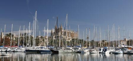 Ubicada en una amplia y bella bahía, Palma es una urbe que rebosa hermosura y cultura.