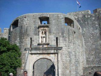 La Puerta de Pile da acceso al casco viejo de Dubrovnik