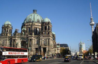 Comienzo de Unter den Linden desde la Catedral.