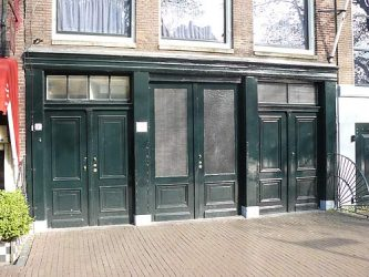 La puerta de entrada a la oficina del padre de Ana Frank