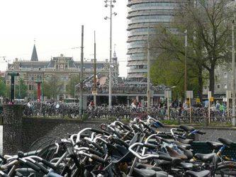 El impresionante aparcamiento de bicicletas junto a la Estación Central