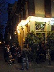 El agradable y acogedor Café ´t Smalle con una ideal terraza junto al canal