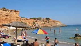 Las turquesas y cristalinas aguas de Ibiza invitan al buceo