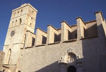 La Catedral de Ibiza está en lo alto de la ciudad