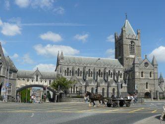 Christ Church Cathedral es uno de los atractivos de la ciudad de Dublín.