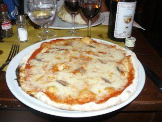 Típica pizza con anchoas que está muy rica