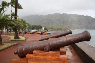 La historia de Isla de la Reunión es muy similar a la de Isla Mauricio, con visitas de diferentes navegantes
