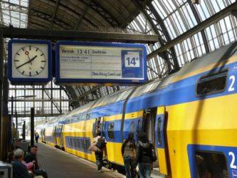 El tren que nos lleva desde el aeropuerto hasta la Estación Central