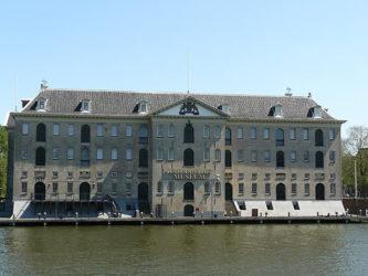 El Museo Marítimo de los Países Bajos dispuesto junto al mar