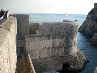 La torre Bokar vigilaba el mar y la Puerta de Pile en las murallas de Dubrovnik.
