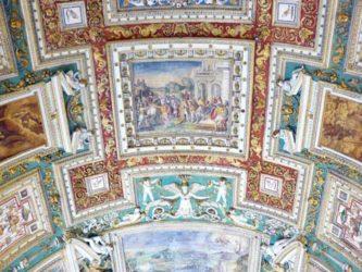 Detalle del techo de una de las salas de los Museos Vaticanos