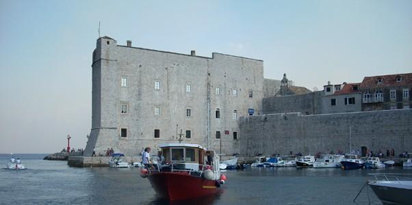 Navegar por la costa de Dubrovnik