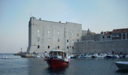 Navegar por la costa de Dubrovnik es muy apetecible