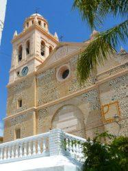 La hermosa fachada de la Iglesia de la Encarnación de Almuñecar.