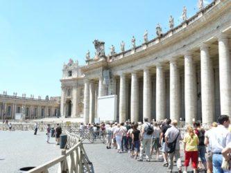 Las colas de entrada a la Basílica de San Pedro son largas pero bastante rápidas