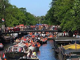 En Ámsterdam y el resto de Holanda se celebra todos los años el día de la Reina