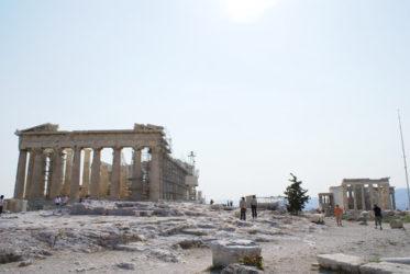 El Partenón a la izquierda y el Erecteión a la derecha