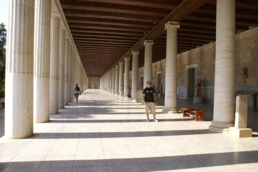 Vista del interior del pórtico del Museo del Ágora