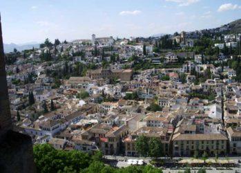 El legendario barrio del Albaicín, desde la Alhambra