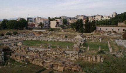 Ocupaba una amplia extensión, contaba con una acrópolis y un cementerio, en lo que se denominaba Kerámicos, el barrio del Cerámico o de los alfareros.