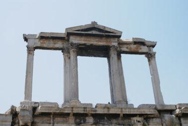 Detalle del ático del arco de Adriano