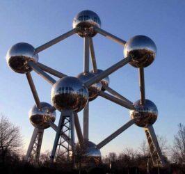 Guía de Bruselas, capital de Bélgica y de Europa, es una antigua ciudad con el encanto de las pequeñas urbes