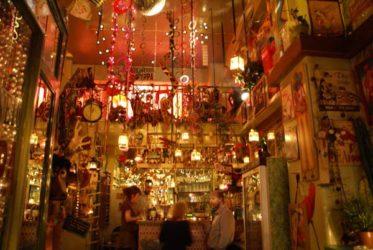 Singular y animado bar en Monastiraki